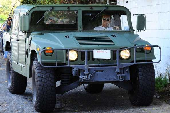 arnold-schwarzenegger-drives-his-green-hummer-h1-to-lunch-it-s-big-and-eco_5